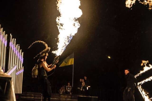 огнемет во время шоу