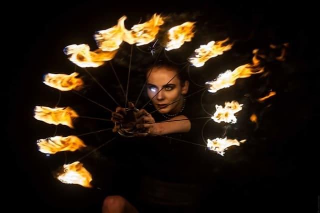 огненное шоу с веерами