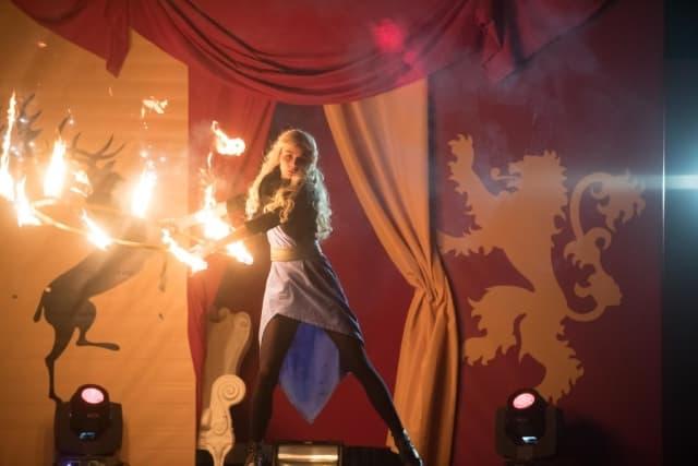 фаер шоу с огненным хулахупом